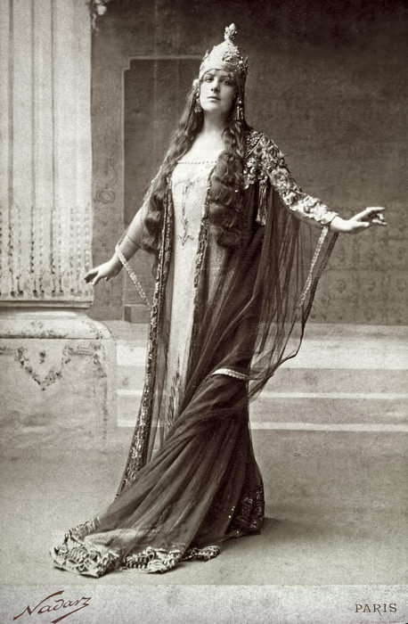 Lucy Arbell, dans le rôle de la reine Amahelli de BACCHUS (1909)