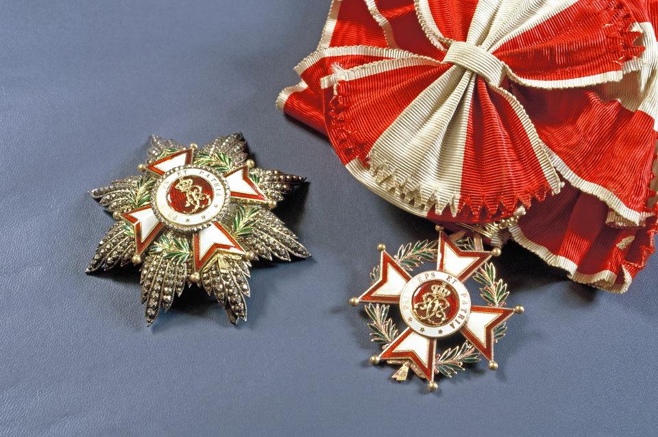 Décorations : Grand-Croix de l'ordre de Saint-Charles (Monaco) et Grand-officier de la Légion d'Honneur (France)